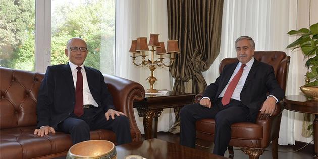 Cumhurbaşkanı Akıncı, 2. Cumhurbaşkanı Talat'la görüştü