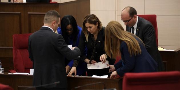 Kişisel verileri koruma kurulu başkanı ve üyeleri için meclis'e sandık kuruldu