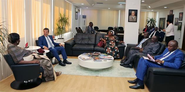 Dışişleri Bakanı Ertuğruloğlu Uganda Meclis Başkanı Kadaga ile görüştü