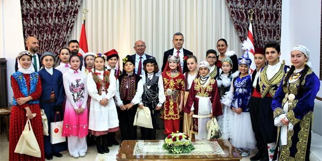 Meclis Başkanı Uluçay konuk çocukları kabul etti