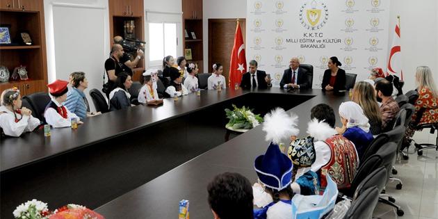 Özyiğit Çocuk Festivali için ülkeye gelen ekiplerin temsilcilerini kabul etti