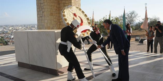 Dr. Fazıl Küçük anıt mezarında tören düzenlendi