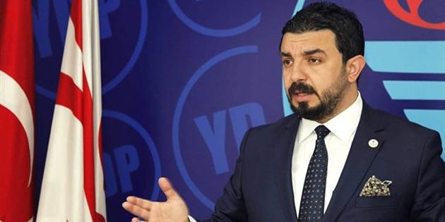 """YDP Milletvekili Zaroğlu """"Yangın yerinde kabare"""" isimli oyunu eleştirdi"""