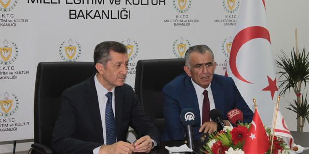 Bakan Çavuşoğlu Mevkidaşı Ziya Selçuk ile bir araya geldi