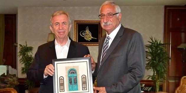 Girne Belediye Başkanı Güngördü Ankara Büyükşehir Belediye Başkanı Yavaş'ı ziyaret etti
