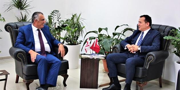 Bakan Çavuşoğlu, Mersin Yenişehir Belediye Başkanı Özyiğit'i kabul etti