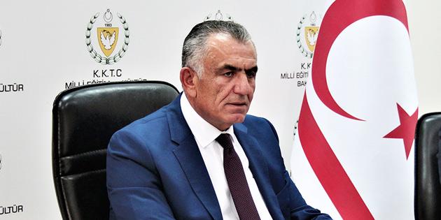 """SOSYAL MEDYADA """"MECAZİ TİYATRO"""" SERGİLEDİLER"""
