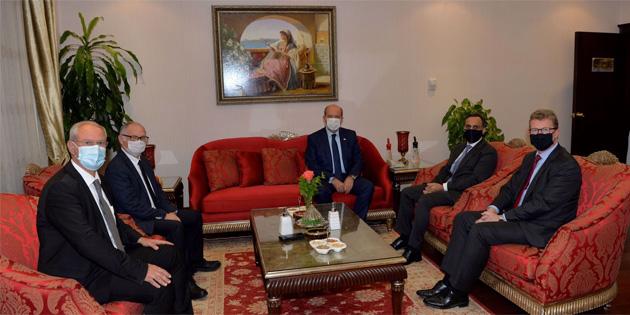 Cumhurbaşkanı Tatar Birleşik Krallık Yüksek Komiseri ve İngiliz Dışişleri Bakanlığı üst düzey yetkilisi ile çalışma yemeğinde bir araya geldi