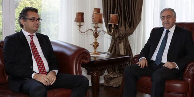 Akıncı hükümeti oluşturan parti başkanlarıyla birararaya geldi