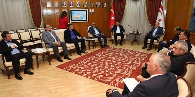 Tatar ve Özersay, meclis'teki siyasi parti başkanlarıyla biraraya geldi