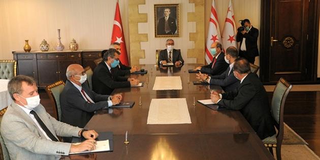 Cumhurbaşkanı Akıncı, Uluçay, Tatar, Özersay ve Meclis'teki siyasi partilerle görüşüyor