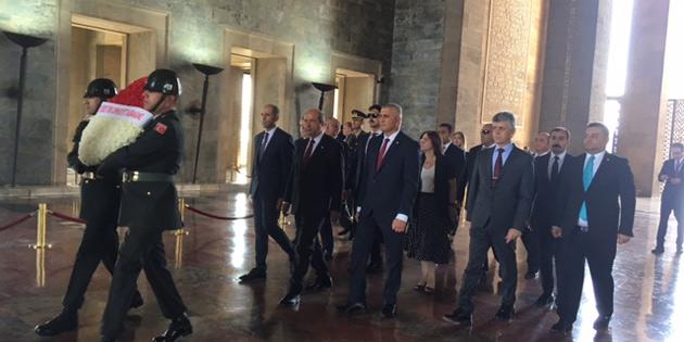 Başbakan Tatar Anıtkabir'i ziyaret etti