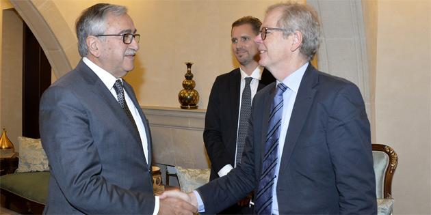 Cumhurbaşkanı Akıncı İsveç'in Lefkoşa Büyükelçisi Hagblberg'i kabul etti