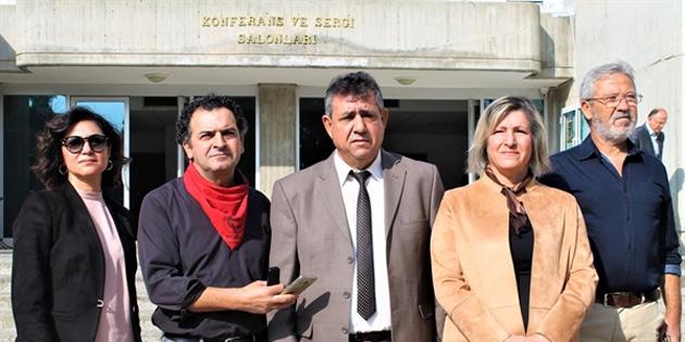 KTOEÖS ve KTÖS 24 Kasım Öğretmenler Günü töreninin yapıldığı AKM önünde Eğitim Bakanlığı'nı protesto etti