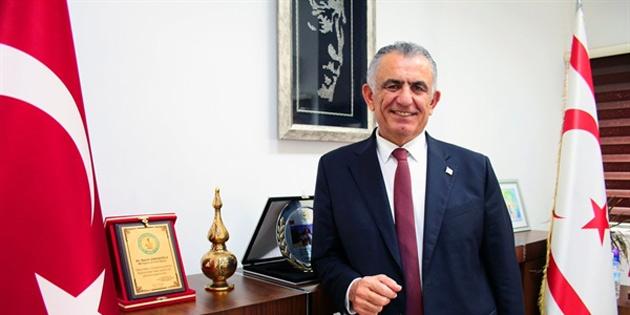 Bakan Çavuşoğlu halkın Ramazan Bayramı'nı kutladı bayramın sağlık mutluluk huzur içinde geçmesini diledi