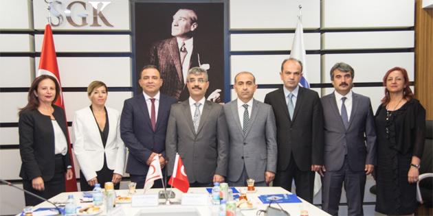 Çalışma ve Sosyal Güvenlik Bakanlığı yetkilileri Ankara'da TC Sosyal Güvenlik Kurumu yetkilileriyle bir araya geldi