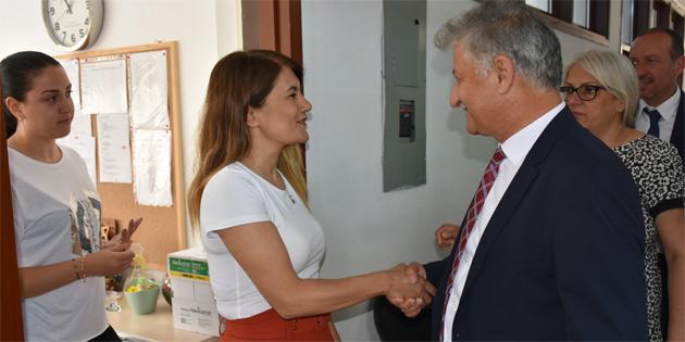 Sağlık Bakanı Pilli personelle tanıştı