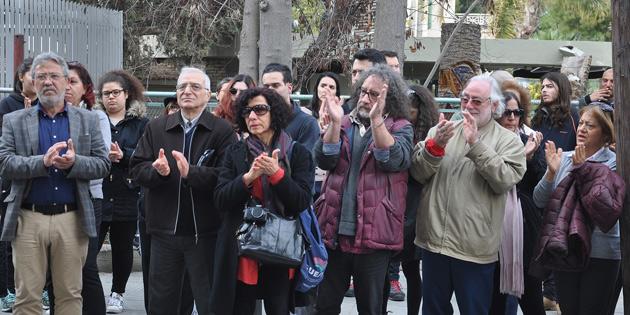 ENOSİS'E KARŞI RUM MECLİSİ'NE YÜRÜDÜLER