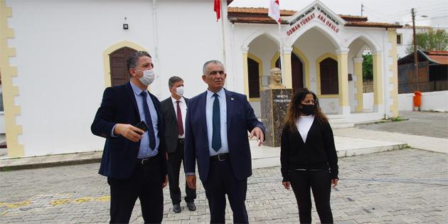 Çavuşoğlu Girne bölgesinde bazı okulları ziyaret etti