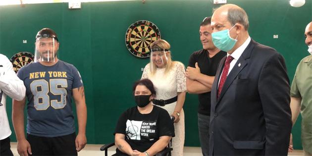 Başbakan Tatar, Tekerlekli Sandalye Basketbol Takımı'nı kutladı