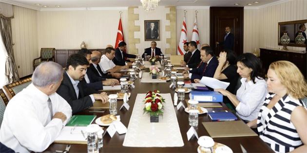Cumhurba�kan� Ak�nc�, Meclis'te Temsil Edilen Siyasi Partilerin Ba�kan ve Temsilcileriyle Bir Araya Geldi