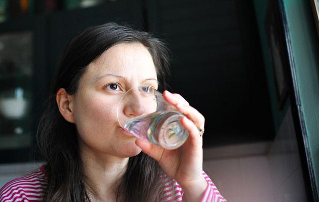 Ilık su içmenin faydaları