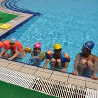DAÜ sürekli eğitim merkezi yüzme kursu devam ediyor