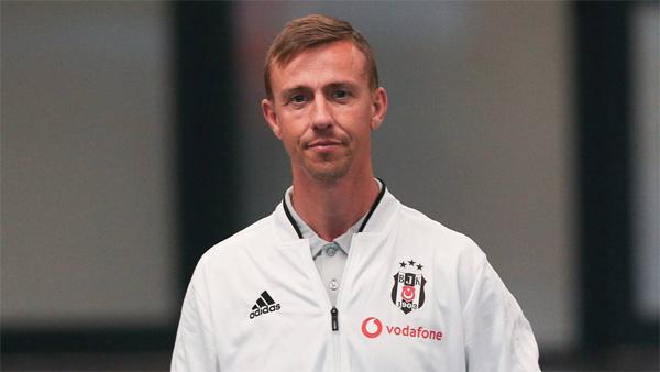 Beşiktaş'ta şok gelişme! Ayrılıyor!