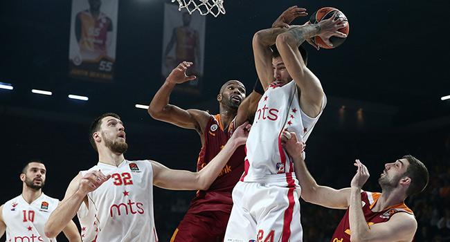 Galatasaray K�z�ly�ld�'� elinden ka��rd�