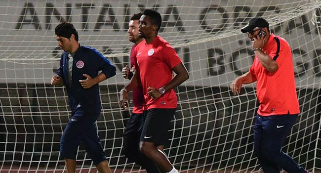 Antalyaspor ma� yaparken Eto'o antrenmana ��kt�!