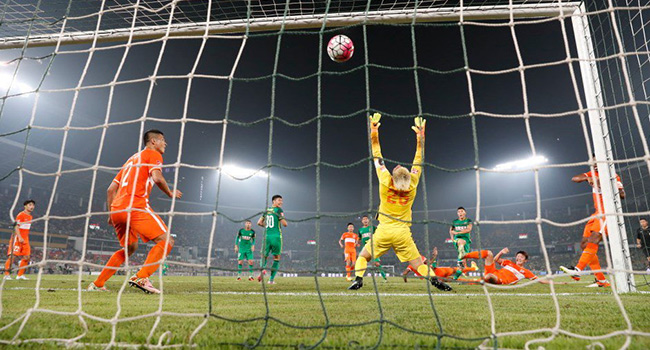 Burak Y�lmaz penalt� ka��rd� Beijing kaybetti