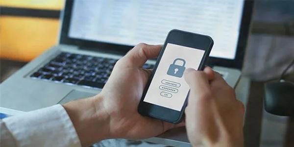 ABD senatosuna telefon güvenliği tavsiyesi: Siz de yapabilirsiniz