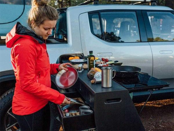 Elektrikli otomobil üreticisi Rivian, kampçıları hedefleyen yeni modelini tanıttı